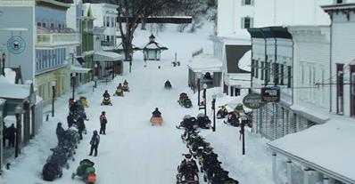 up-snowmobiles-372f9946777fc397e445ab2b7ff20ffd2586babb